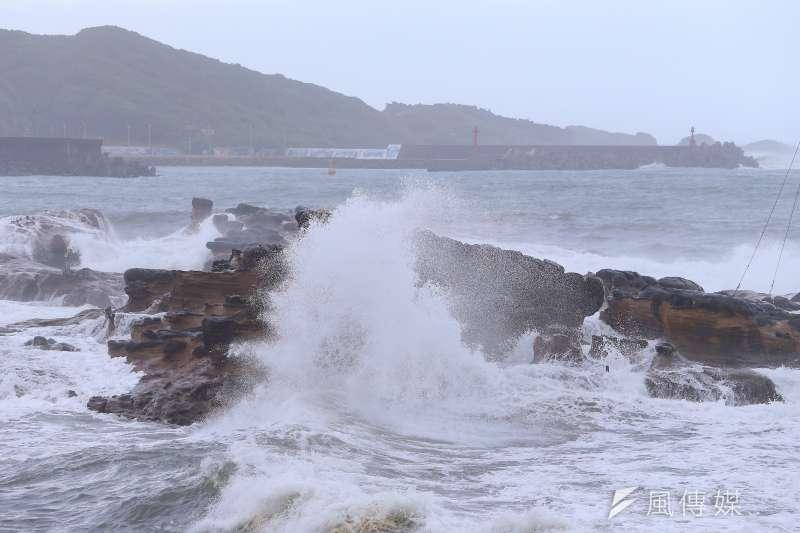 前氣象主播李富城11日指出,當璨樹颱風中心進到東南部海面,台北、新北、桃園等地區開始有雨勢,尤其陽明山地區雨勢會較大。(顏麟宇攝)