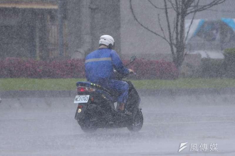 氣象專家吳德榮,西南季風影響,下周迎風面的大量降雨看似「沒完沒了、未見盡頭」。(資料照,顏麟宇攝)
