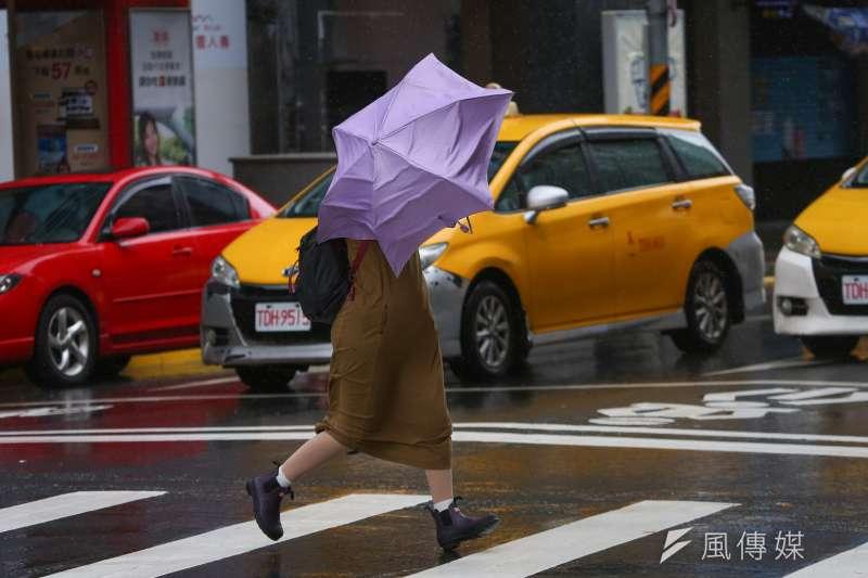 氣象專家彭啟明表示,烟花颱風已離開台灣,並未造成遭情但為水庫帶來水量,不過中南部民眾仍要留意西南西南季風帶來的降雨以及風勢。示意圖。(資料照,顏麟宇攝)