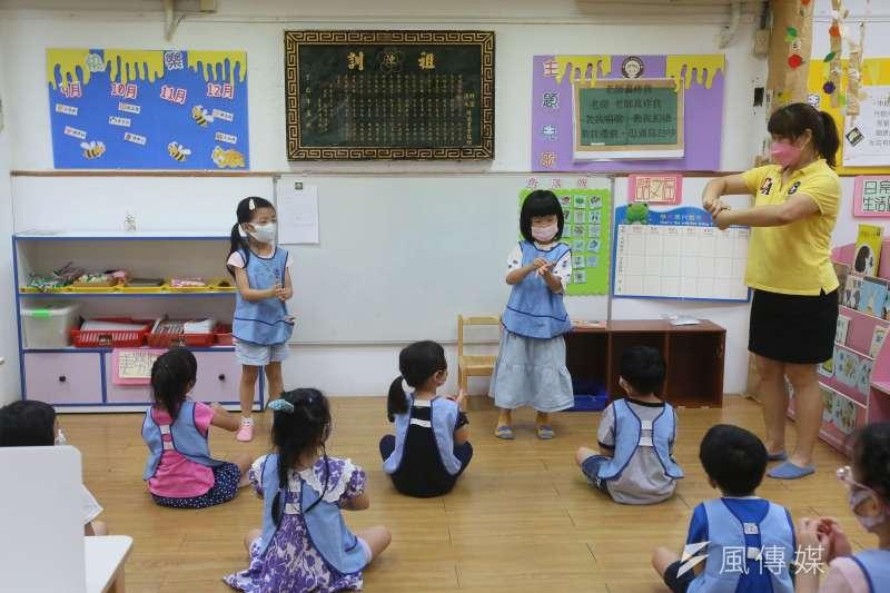 20210727-台灣新冠肺炎疫情27日從三級警戒降為二級,幼兒園重新開放學童到園。(柯承惠攝)