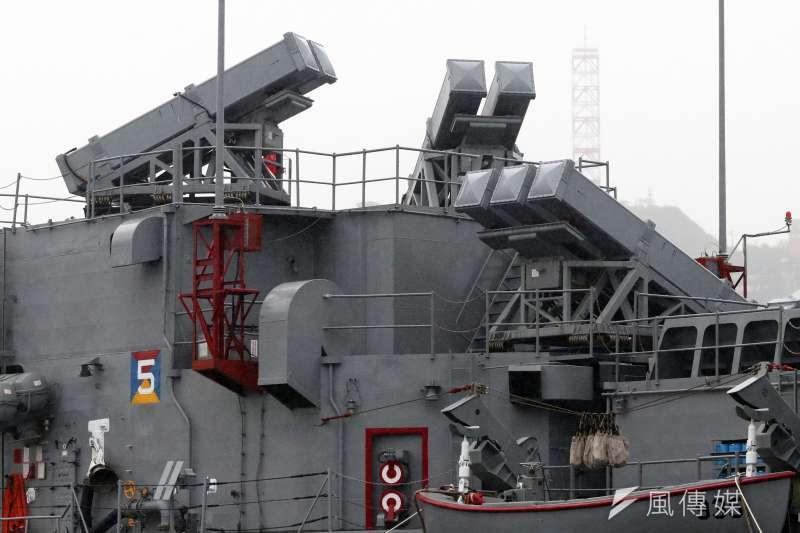20210730-標準一型防空飛彈為海軍現役彈種,射程約在46公里左右,擔負區域防空任務。圖為濟陽級巡防艦上的標一發射箱。(蘇仲泓攝)