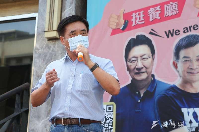 前台北市長郝龍斌31日在「愛心便當挺餐廳、挺弱勢」記者會後批評,在高端疫苗未證明有效性前,政府不應開放一般民眾施打。(顏麟宇攝)