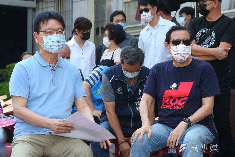 20210731-前總統馬英九(右)、中廣董事長趙少康(左)31日出席「文山區愛心便當,挺餐廳、挺弱勢」記者會。(顏麟宇攝)