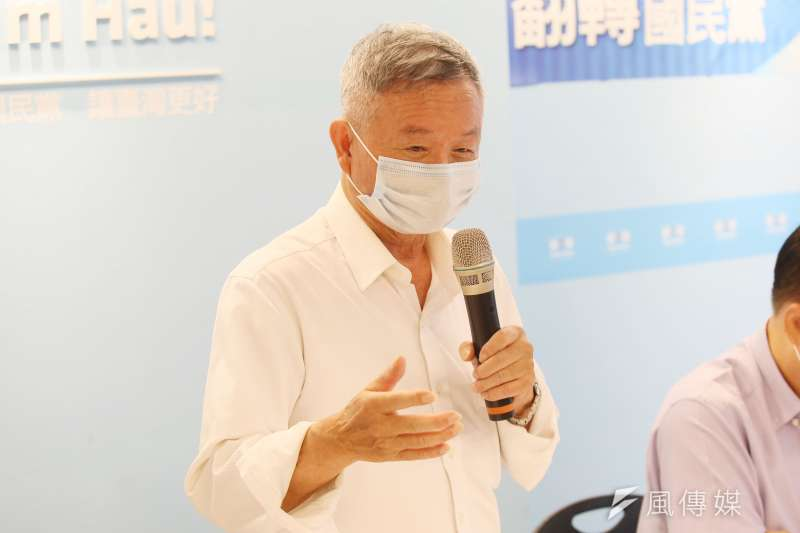 前衛生署長楊志良2日出席聲請停止高端緊急授權、搶救國民健康記者會。(柯承惠攝)