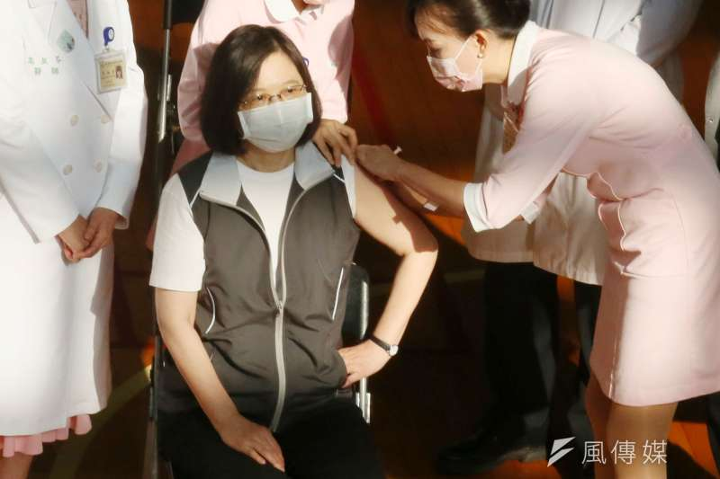 指揮中心發言人莊人祥說明,將會就疫苗護照互相認證、技術規格、資格認證等部分與日方溝通。(資料照,柯承惠攝)