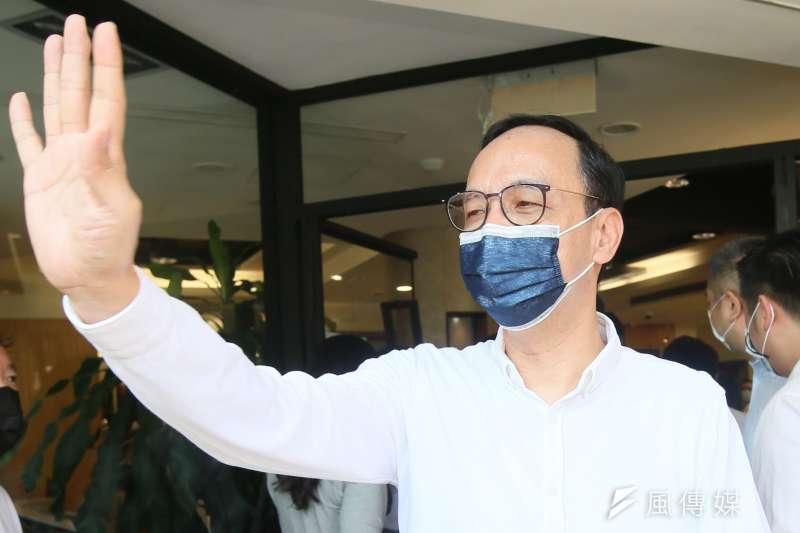 20210825-國民黨主席參選人朱立倫25日與雙北黨代表拍攝競選合照。(柯承惠攝)