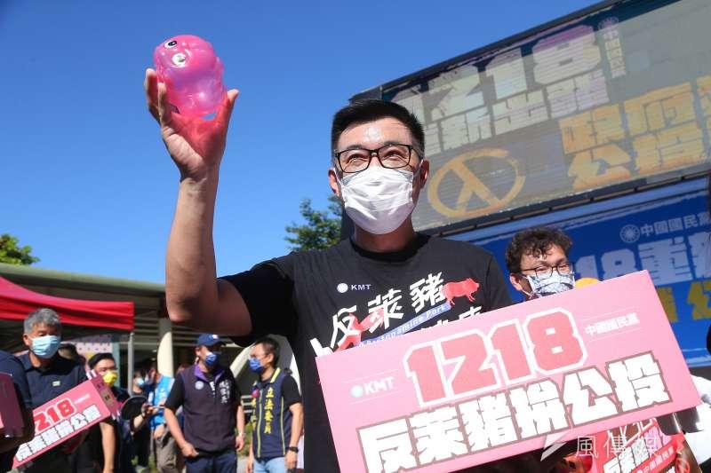 國民黨主席江啟臣召開「1218重新出發!政府獨裁、公投制裁」戶外記者會。(顏麟宇攝)