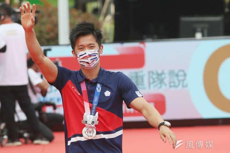 20210901-總統府1日舉行東京奧運中華代表團「Our Heroes!台灣英雄 凱旋派對」,圖為中華奧運選手李智凱進場。(柯承惠攝)