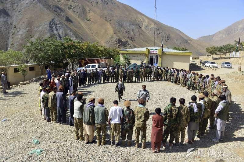 2021年8月,阿富汗北部潘傑希爾山谷(Panjshir Valley)的反抗軍(AP)