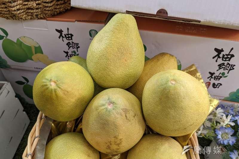 一年一度中秋節將至,家家戶戶開始享用美味的柚子,農委會也特別分享了3種柚子剝法。(資料照。顏麟宇攝)