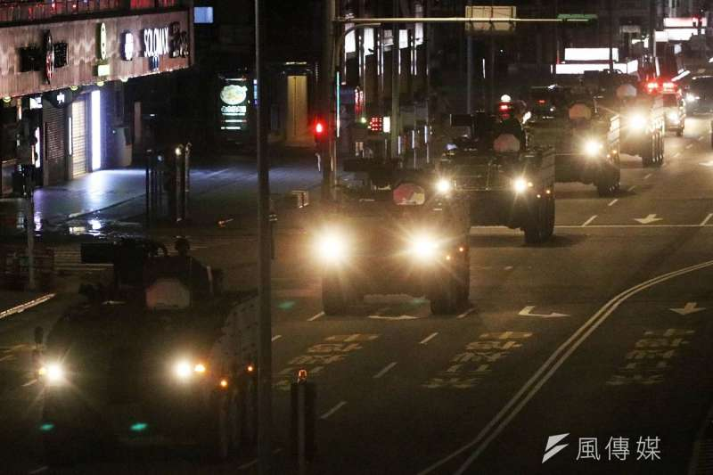 首都衛戍部隊「憲兵裝步239營」雲豹甲車在忠孝西路和中山南路等要道,執行甲車機動科目。(蘇仲泓攝)