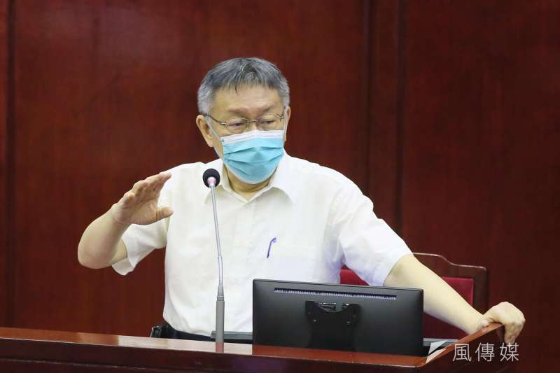 台北市長柯文哲表示,請大家多多下載「台北通」APP,以便在北市建立健康通行證。(柯承惠攝)