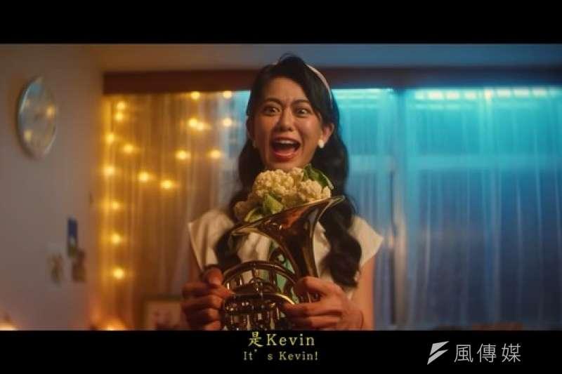 白癡公主拍攝公益影片「愛的喇叭手」,呼籲民眾接種HPV疫苗,卻引來網友爭議。(圖/youtube網路截圖)