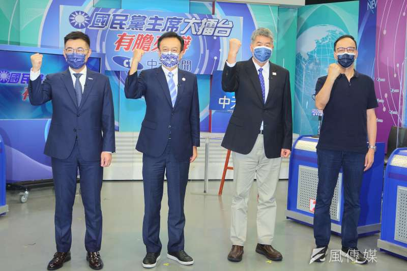 國民黨主席選舉候選人江啟臣(左起)、卓伯源、張亞中、朱立倫18日出席「國民黨主席大擂台-有膽來辯」辯論會。(中天新聞提供)