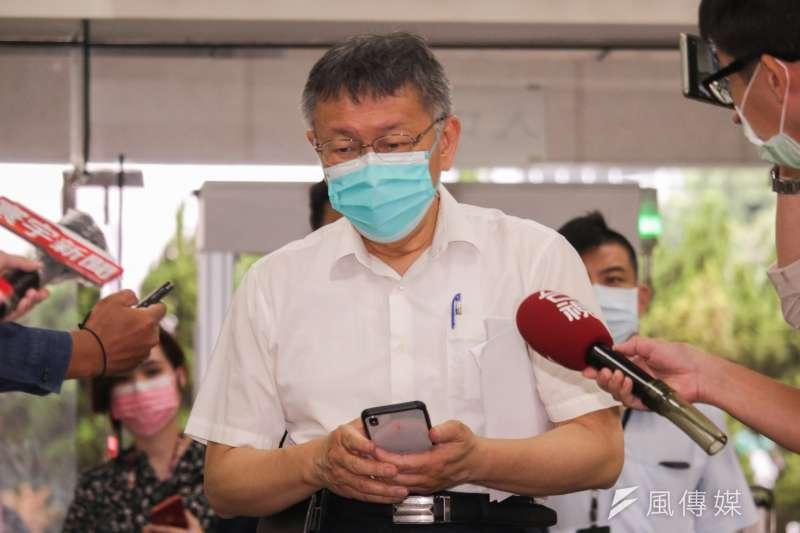 台北通APP當機,連台北市長柯文哲要備詢、要掃描QR Code進入北市議會,都因APP故障而等待。(蔡親傑攝)