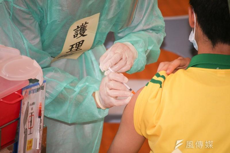 針對北市第3劑疫苗議題,台北市長柯文哲24日做出說明。示意圖。(資料照,蔡親傑攝)