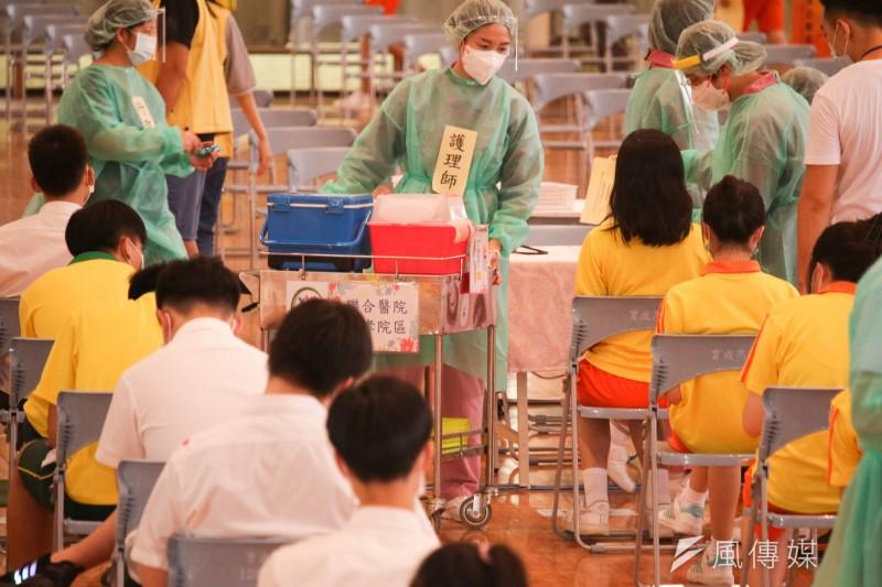 指揮中心23日宣布,開放符合資格可申請民眾自費進行COVID-19血清抗體檢驗。示意圖。(資料照,蔡親傑攝)