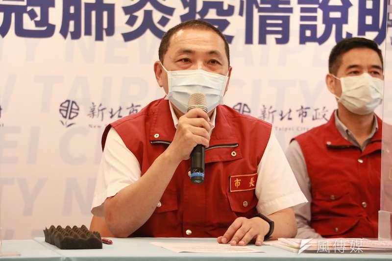 新北市長侯友宜宣布,自明(24)開始,恢復維持二級警戒至10月4日,醫院及長照機構開放探視、景區人潮控管也鬆綁,露營場也可開放。(圖/李梅瑛攝)
