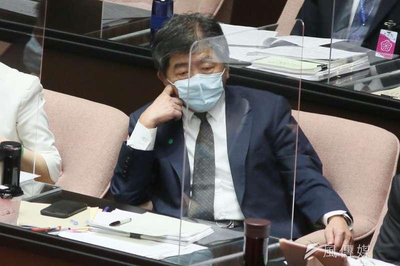 台灣民眾黨立委邱臣遠要求中央流行疫情指揮中心指揮官陳時中(見圖)下台為3+11政策負責。(柯承惠攝)