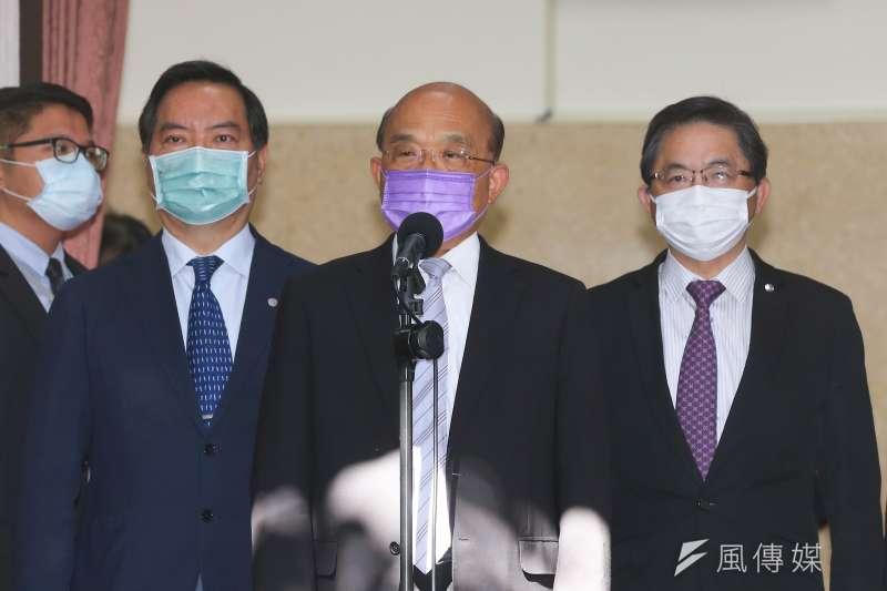 行政院長蘇貞昌(中)、秘書長李孟諺(右)、發言人羅秉成(左二)24日至立法院進行施政報告。(顏麟宇攝)