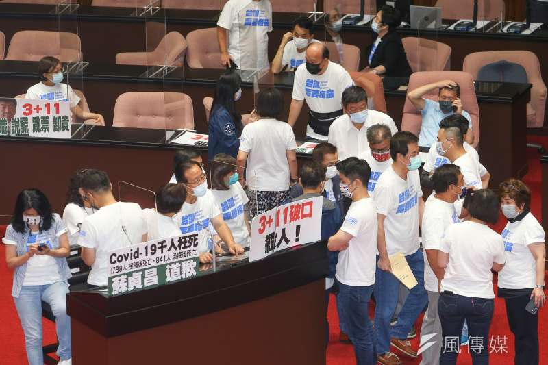 20210924-國民黨立院黨團24日佔領議場,要求行政院長蘇貞昌針對「3+11事件」道歉。(顏麟宇攝)