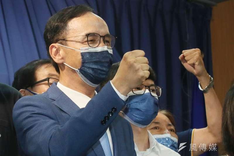 朱立倫當選國民黨主席第一天就為中共總書記習近平的賀電,掀起一輪攻防。(柯承惠攝)