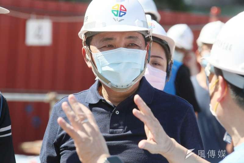1100926-新北市長侯友宜26日視察中和佳和公園工程。(柯承惠攝)