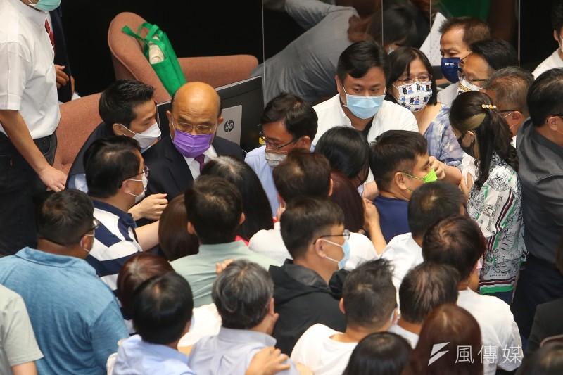 行政院長蘇貞昌28日在國民2黨立委推擠過程中進行施政報告。(顏麟宇攝)