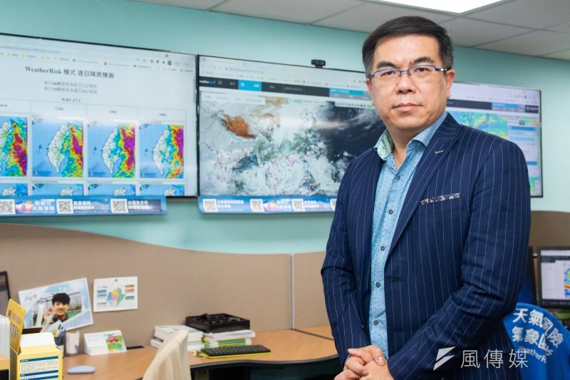 天氣風險管理開發公司總經理彭啟明透過AI、大數據掌握天機,成為真正看天吃飯的創業家。(蔡親傑攝)