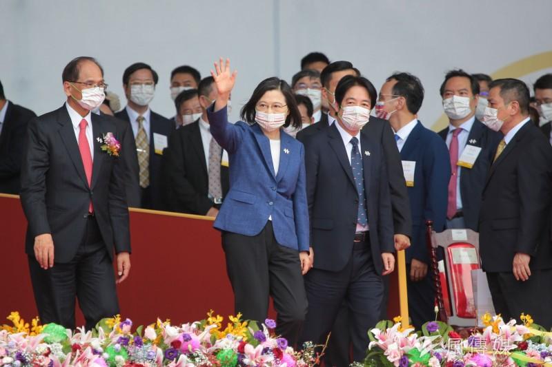 總統府發言人張惇涵指出,總統蔡英文(前排左二)的110年國慶演說其實是執政以來的心路歷程。(顏麟宇攝)