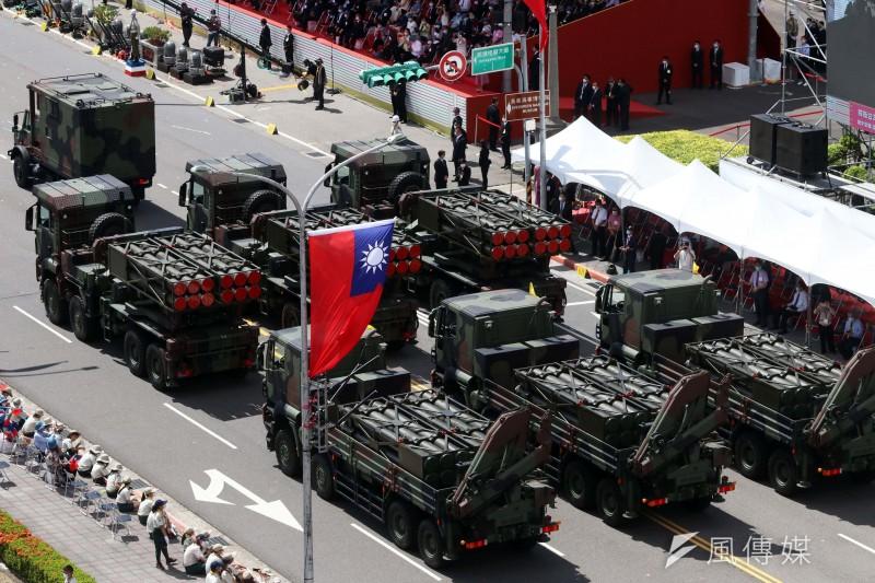 雷霆2000多管火箭車在今年國慶大會上露臉。(資料照,蘇仲泓攝)