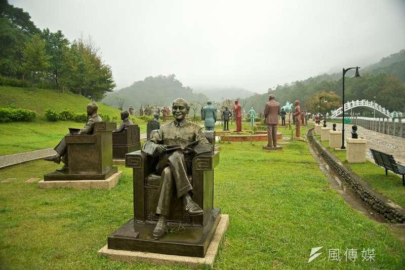 處理蔣介石銅像被視為轉型正義的象徵。(Fred Hsu攝/維基百科)