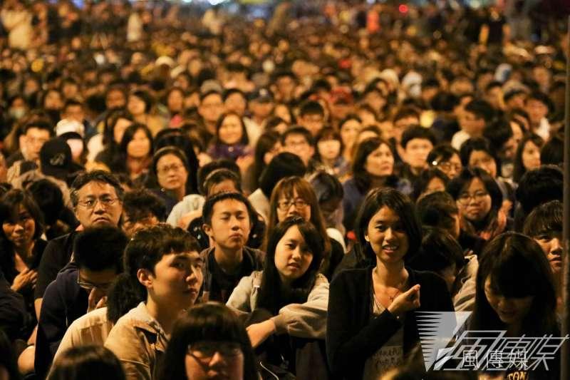 太陽花運動將民進黨推向執政,但蔡政府執政兩年後,流失最多的卻是年輕族群的支持度。(資料照片,余志偉攝)