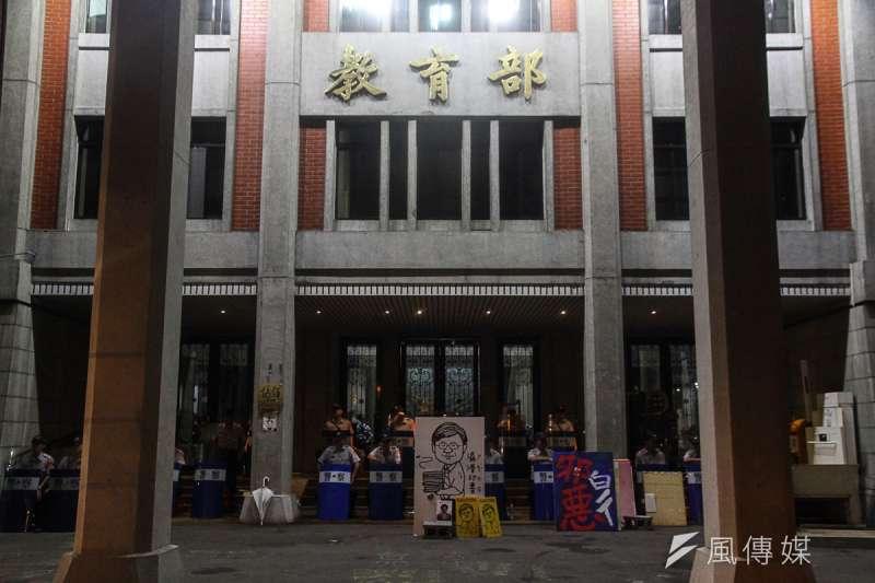歷經七天佔領教育部,反課綱學生於8月7日撤場,晚間10點後,教育部除文宣、塗鴉繼續留著外,學生已撤出教育部。