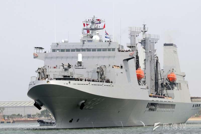 20170321-總統蔡英文上午前往海軍左營基地,替今日展開遠洋航訓的敦睦艦隊送行。圖為編制在敦睦艦隊中的磐石軍艦。(蘇仲泓攝)