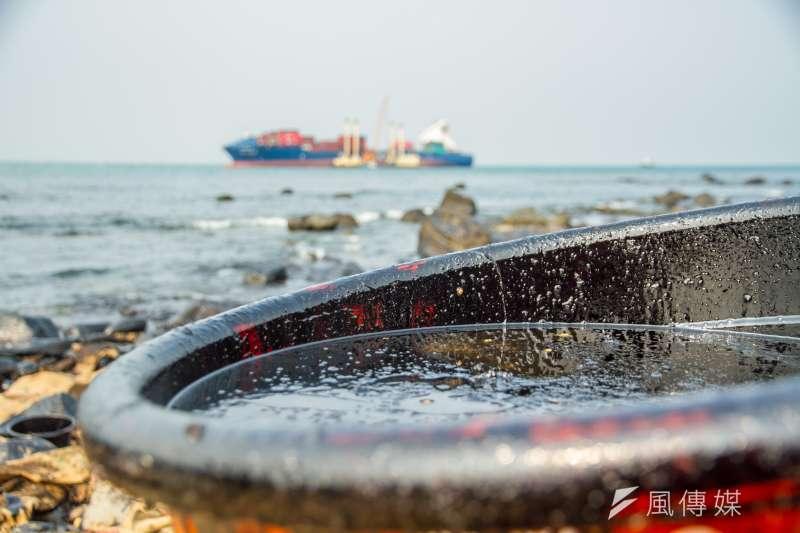 德翔台北輪油汙外洩,附近海域環境恐花三年才可完全恢復。(曾原信攝)