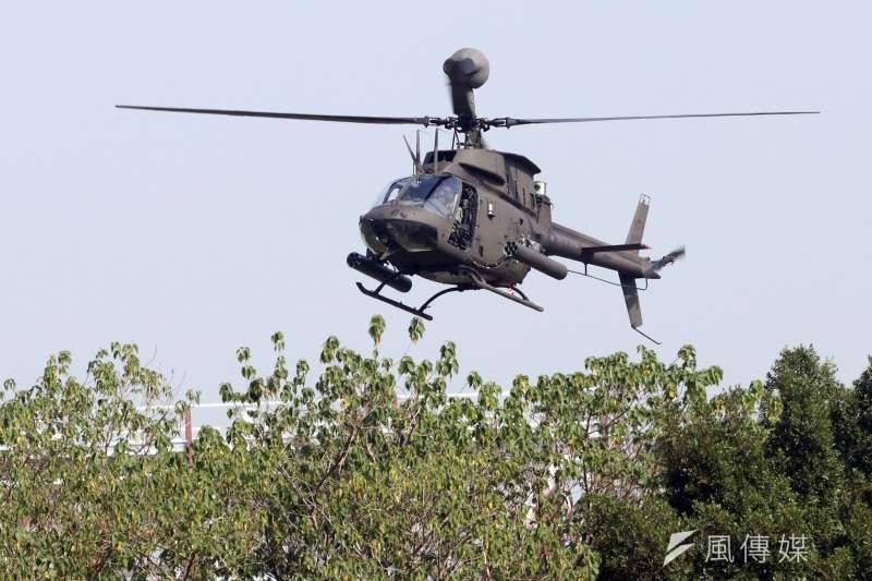 20170117-106年國軍春節加強戰備巡弋首站來到陸軍天山教練場,模擬重要目標遭到敵軍攻佔,陸軍派出OH-58D戰搜直升機,偵蒐敵人動向。(蘇仲泓攝)