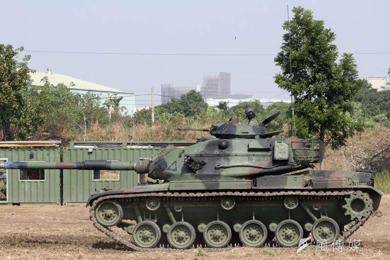 20170117-106年國軍春節加強戰備巡弋首站來到陸軍天山教練場,模擬重要目標遭到敵軍攻佔,陸軍派出M60A3戰車反擊。(蘇仲泓攝)