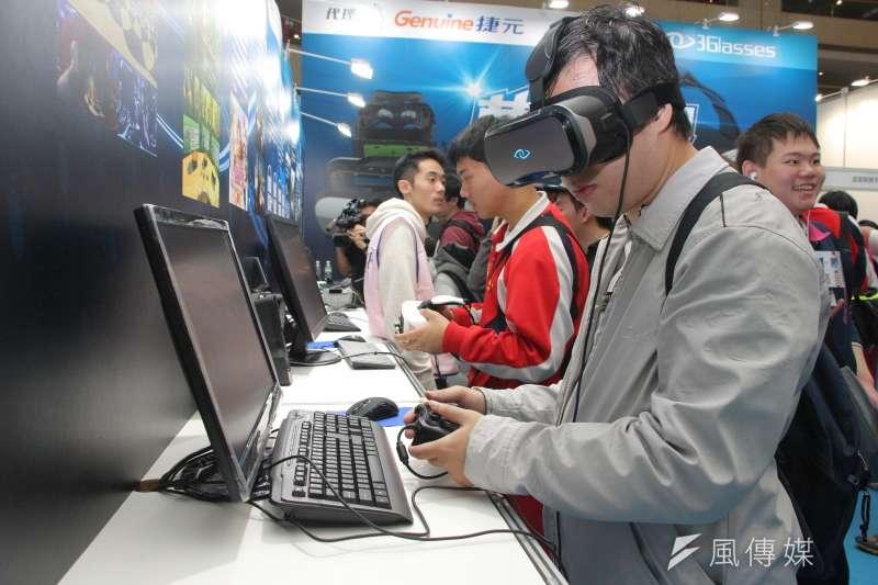機器人取代人力、虛擬實境逐漸普及,人類生活迎向新的改變,但政府準備好了嗎?(資料照,葉信菉攝)