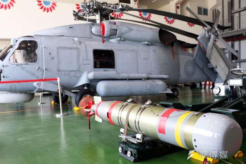 20170118-國軍春節加強戰備巡弋第二日,來到海軍左營基地。現場展示職司反潛作戰的S-70C(M)反潛直升機,以及所配備的MK-46型魚雷。(蘇仲泓攝)