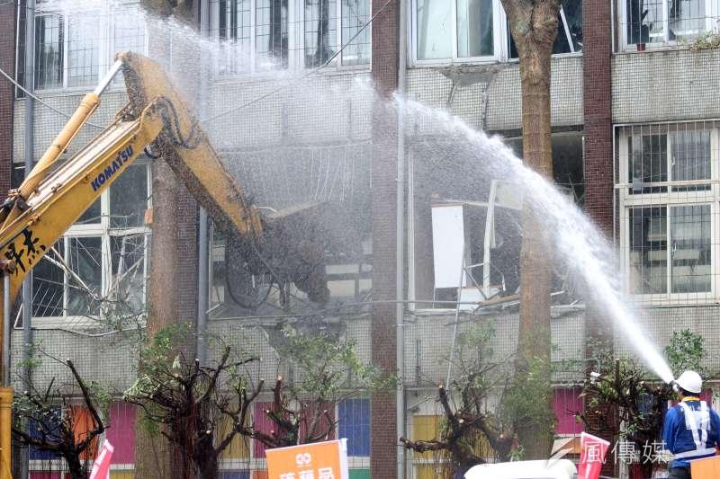 20170310-台北市長柯文哲上午主持「明倫公宅開工典禮」,原本的明倫國小校舍也將拆除。(蘇仲泓攝)