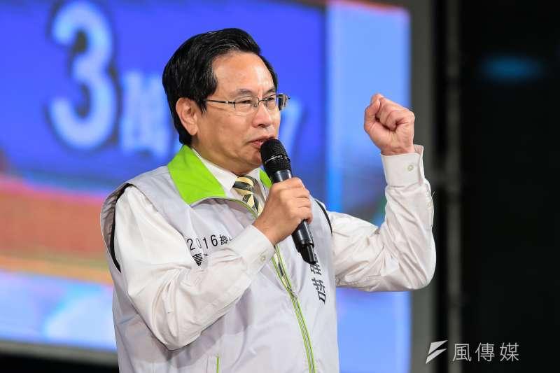 涂醒哲於民進黨開票現場上台力挺蔡英文。(顏麟宇攝)