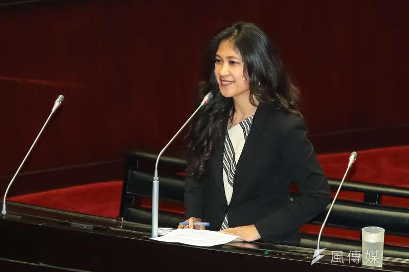民進黨立委谷辣斯.尤達卡Kolas Yotaka於立院質詢。(顏麟宇攝)