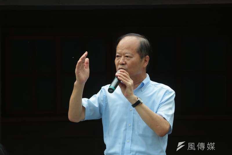 蔡英文參觀蕭如松藝術園區,發言者為鄭永金。(顏麟宇攝)