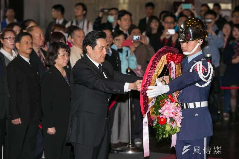 總統馬英九、副總統吳敦義及國民黨代理主席黃敏惠率黨務高層,至國父紀念館向國父遺像獻花致敬。(顏麟宇攝)