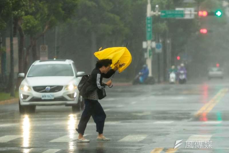 今年第6號颱風米克拉(Mekkhala)於10日上午成形,中央氣象局於今日上午發布海上及陸上警報。(資料照,顏麟宇攝)