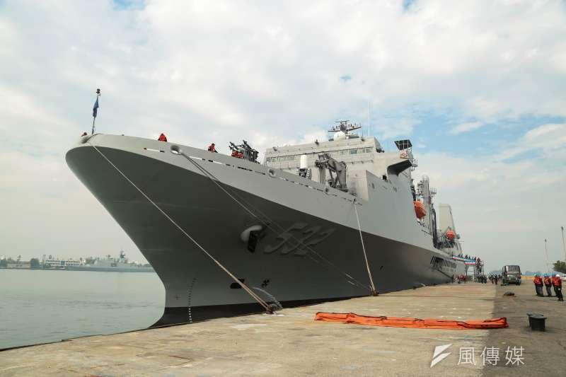 國防部27日舉辦「國軍105年春節加強戰備」參訪活動,帶領媒體登上磐石艦觀看海空聯合反潛搜索演練。(顏麟宇攝)
