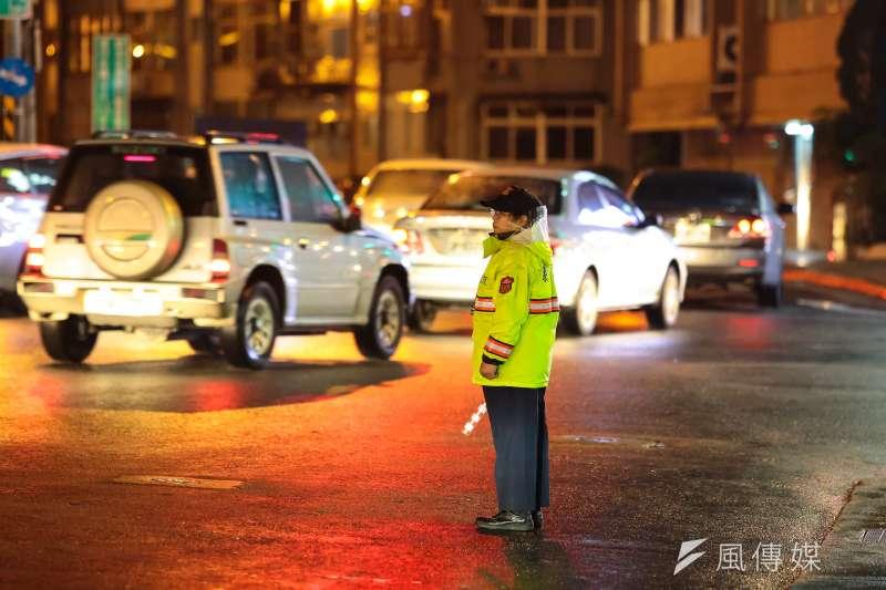 12月1日交通新制上路,汽車裝載物掉落可罰9000元。示意圖。(資料照,顏麟宇攝)