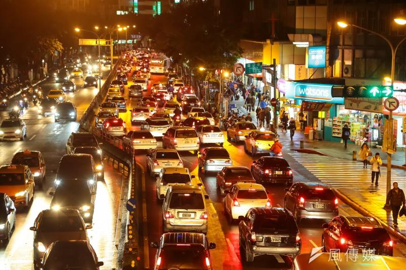 """""""I am sorry.The traffic was very crowded.""""這句話的錯誤率很高,超過八成的學生都會這麼說。(資料照,顏麟宇攝)"""