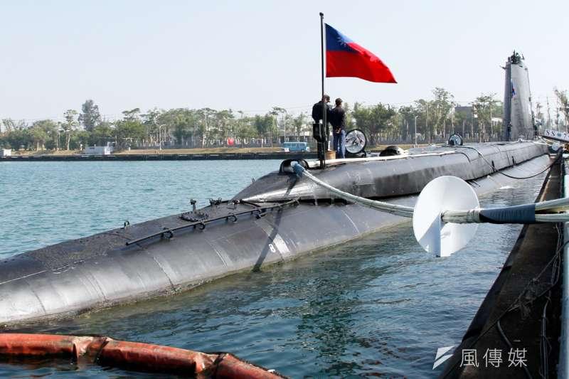 20170118-國軍春節加強戰備巡弋第二日,來到海軍左營基地。圖為現場展示的海軍茄比級海豹潛艦。(蘇仲泓攝)
